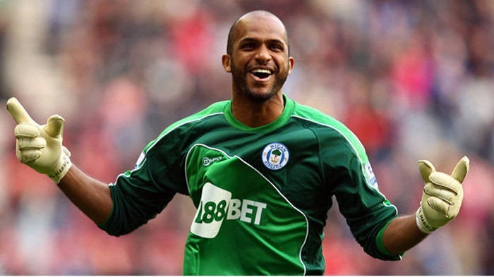 Al-Habsi thăng hoa ở Wigan.  áo sơ mi