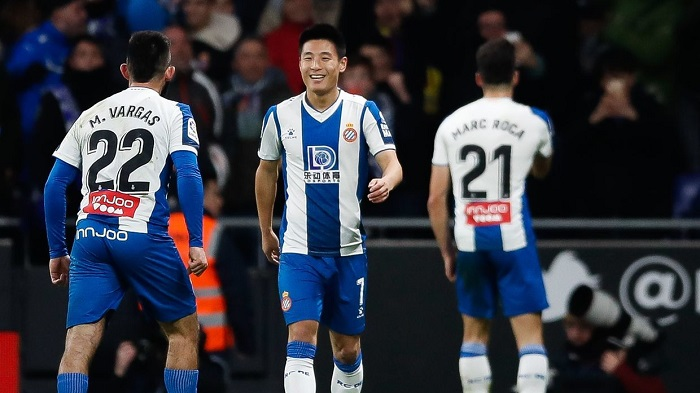 Wu Lei ghi bàn vào lưới Barcelona vào trong thời gian ngày 4 tháng một năm 2020