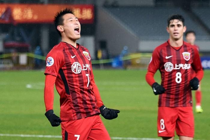 Wu Lei khi tập luyện cho Shanghai SIP.G