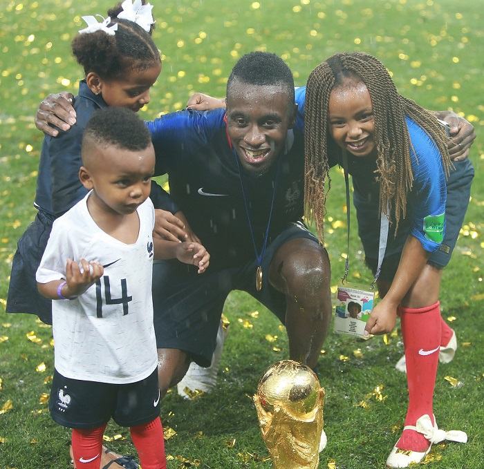 Matuidi và 3 con ăn mừng cúp vàng FIFA World Cup