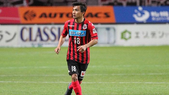 Chanathip Songkrasin trong màu áo CLB Consadole Sapporo