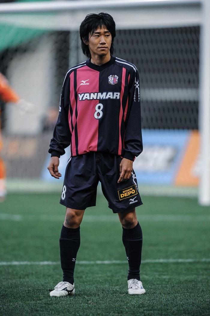 Shinji Kagawa trong màu áo Cerezo Osaka