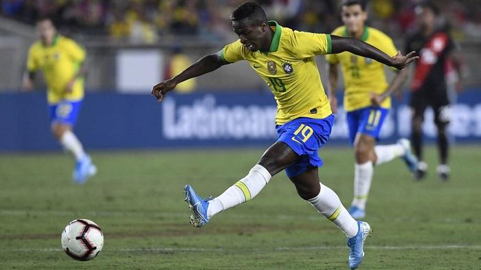 Vinicius Junior khoác áo tuyển Brazil