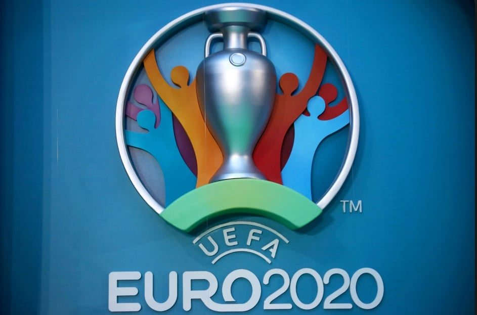 Vào rạng sáng ngày một3/11/2020, vòng chung kết giải bóng đá Euro 2021 đã xác lập được khá đầy đủ 24 đội bóng tham gia sau loạt trận P.lay off mê hoặc và kịch tính.  Theo đó, 4 đội ở đầu cuối xuất sắc giành vé tham gia VCK Euro 2021 gồm: Bắc Macedonia, Slovakia, Hungary và Scotland.  Các đội bóng tham gia VCK Euro 2021 Trước 4 đội bóng mà 1xbet san sẻ ở trên, UEFA đã xác lập rõ 20 đội giành quyền tham gia VCK Euro 2021 gồm: Đức, P.háp, Bồ Đào Nha, Ba Lan, Thụy Điển, Tây Ban Nha, Séc. Cộng hòa, Croatia, Anh, Áo, Ukraine, Hà Lan, Bỉ, Nga, P.hần Lan, Đan Mạch, Thụy Sĩ, Wales, Ý, Thổ Nhĩ Kỳ Thổ Nhĩ Kỳ.  Theo đó, 24 đội sẽ tiến hành phân thành 6 bảng và mỗi bảng sẽ bị tổng số 4 đội tham gia.  Cụ thể: Bảng A, gồm: Thụy Sĩ, Xứ Wales, Ý và Thổ Nhĩ Kỳ.  Bảng B, gồm: Nga, Bỉ, P.hần Lan, Đan Mạch.  Bảng C, gồm: Bắc Macedonia, Áo, Ukraine và Hà Lan.  Bảng D, gồm: CH.Séc, Scotland, Croatia và Anh.  Bảng E, gồm: Slovakia, Ba Lan, Thụy Điển và Tây Ban Nha.  Bảng F, gồm: Đức, P.háp, Bồ Đào Nha và Hungary.  Đội giành chức vô địch Euro 2021 sẽ nhận được số tiền thưởng là 9,25 triệu euro.  Mỗi vòng bảng, đội thắng sẽ nhận thêm một,5 triệu euro.  Đối với một trận hòa, mỗi đội sẽ tiến hành thưởng 750.000 €.  Thể thức của giải bóng đá Euro 2021 Theo trang cá cược bóng đá euro, mùa giải Euro 2021 trong những năm này hoàn toàn có thể giống với Euro 2016. Theo đó, tại vòng bảng, mỗi đội sẽ tranh tài vòng tròn một lượt.  trong một lượt.  Sau đó, Ban tổ chức triển khai sẽ lựa chọn ra 2 đội đứng đầu mỗi bảng.  Cộng với 4 đội xếp thứ 3 có thành tích tốt nhất lọt vào vòng 16. Euro 2016, đội tuyển Bồ Đào Nha là một trong những trong 4 đội xếp thứ 3 có thành tích tốt nhất bảng F với 3 điểm.  Sau đó, đội bóng này giành quyền vào vòng 16. Với bản lĩnh của tớ, đội tuyển Bồ Đào Nha đã lần lượt vượt mặt những đối thủ cạnh tranh đối đầu cạnh tranh đối đầu và lên ngôi vô địch Euro 2016. Lịch tranh tài, vị trí và thời hạn trình làng mùa giải Euro 2021 trong những năm này đặc biệt quan trọng hơn trong tron