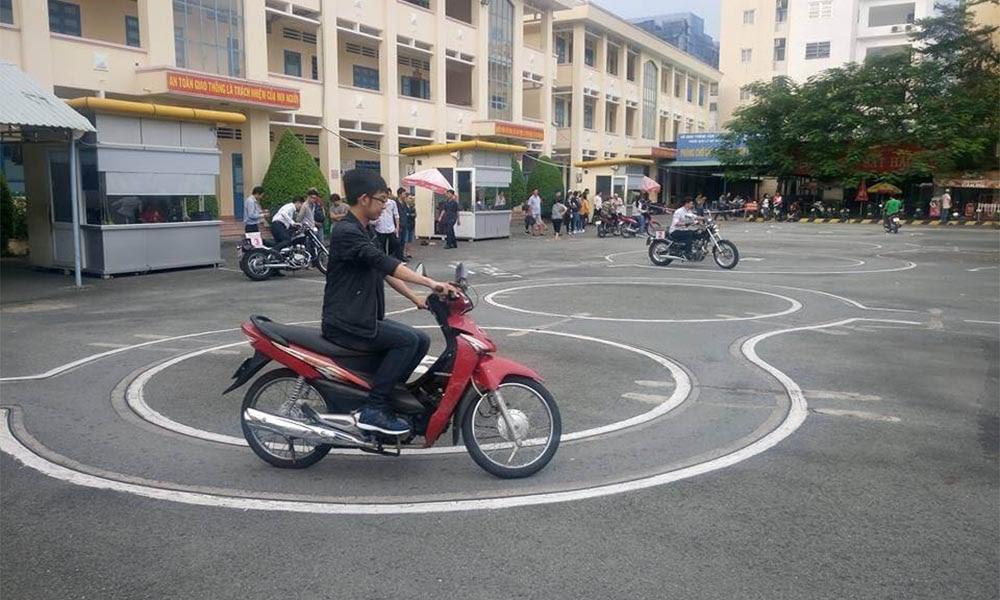 Thi bằng lái xe máy A1, A2 uy tín tại Hoclaixe12h.com